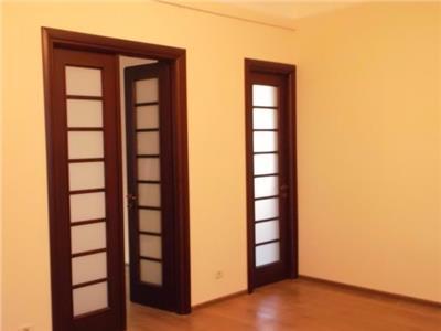 Apartament 4 camere nemobilat de inchiriat - ID 273