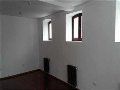Vila de inchiriat 11 camere Rosetti - ID 417